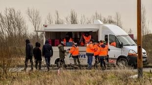 Food distribution to migrants on the outskirts of Paris on 9 March
