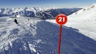 Turista que filmou queda diz que Schumacher esquiava a 20 km/h.