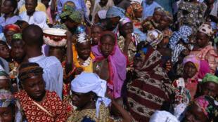 Des Nigérianes sur une place de marché, à Kano.