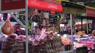 Quầy bán thịt nguội vùng Occitanie tại Hội chợ Nông Nghiệp Paris 2018.