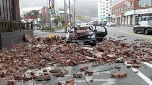 Carro destruído pelo tufão Bolaven na cidade de Wando, no sul de Seul, nesta terça-feira.