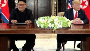Ảnh tư liệu. Kim Jong Un và Donald Trump tại thượng đỉnh Singapore tháng 06/2018.