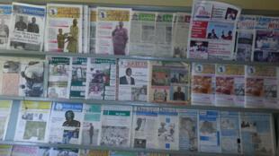 Présentoir au siège de l'Association des Editeurs et Publicateurs de journaux en langues nationales à Ouagadougou.