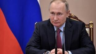 O presidente Vladimir Putin durante reunião com membros do Conselho de Segurança, em Moscou.