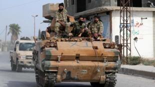 Quân đội Thổ Nhĩ Kỳ tiến sang biên giới Syria tại thành phố Tel Abyad. Ảnh ngày 14/10/2019.