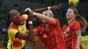 Azenaide Carlos, atleta angolana, foi a melhor marcadora de Angola frente à Noruega.
