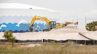 Bãi khai thác cát trên bãi biền Pensacola, Florida, Mỹ. Ảnh chụp ngày 24/04/2019.