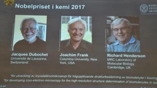 Ba nhà hóa học Jacques Dubochet, Joachim Frank và Richard Henderson được nhận giả Nobel Hóa Học 2017, Stockholm, Thụy Điển, ngày 04/10/2017.