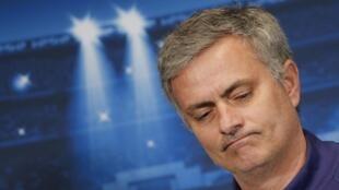 Técnico português José Mourinho espera que visita a estádio do Chelsea faça vítima mudar de ideia sobre o time.
