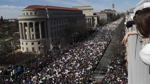 """""""Marcha pelas nossas vidas"""": Dezenas de milhares de pessoas, marcharam sábado, 24 de Março em Washington para a vida e contra armas de fogo."""
