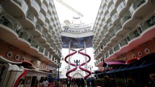 Harmony of the Seas can accommodate 6,360 passengers et 2,100 crew members