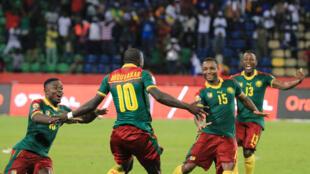 Le Cameroun l'emporte sur le Sénégal après les tirs au but et s'envole pour les demi-finales.