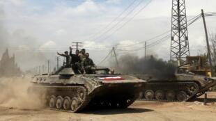 Soldados do exército sírio invadem a cidade de Qusair.