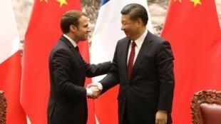 Tổng thống Pháp Emmanuel Macron (T) và chủ tịch Trung Quốc Tập Cận Bình, ngày 9/01/2018, tại Bắc Kinh.