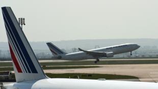 Le jeune Ivoirien retrouvé mort mercredi dans le train d'atterrissage d'un avion reliant Abidjan à Paris a été identifié par les autorités ivoiriennes.