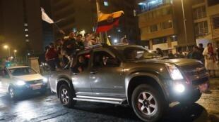 La foule s'est rassemblée dans les rues de Quito après l'annonce du gouvernement qui à supprimer les subventions au carburant