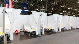 Des chambres de fortune au Centre de conventions Jacob K Javits, à New York le 27 mars 2020.