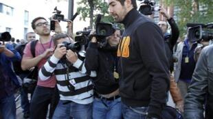 O campeão olímpico de handball e jogador do Montpellier, Nikola Karabatic, no momento em que foi detido, em Paris, no último domingo.