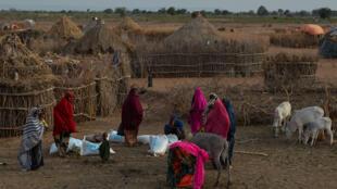 Distribuição de alimentos em área rural da região somali, na Etiópia, em 31/08/17.