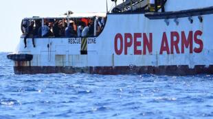 ONG Proactiva Open Arms recusa oferta espanhola para atracar no porto de Algeciras.