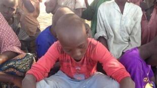 Parmi les milliers de Nigérians ayant fui au Tchad et (qui se retrouvent au camp Dar el Salam,) figurent des enfants séparés de leur famille. Ils sont souvent traumatisés et ont besoin de soins particuliers et de temps pour se remettre.