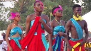 Danseurs, lors de la parade d'ouverture du MASA festival d'Abidjan.