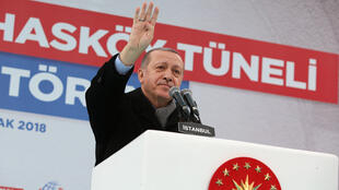 Tổng thống Thổ Nhĩ Kỳ, Tayyip Erdogan quyết tâm dập tắt mọi tiếng nói đối lập.