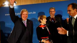 Ông Volker Bouffier (T), thuộc phe bảo thủ, đứng đầu chính quyền bang Hassen, tại Wiesbaden, ngày 28/10/2018.