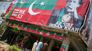 Propaganda eleitoral do político e ex-jorgador de críquete, Imran Khan, 27 de julho de 2018