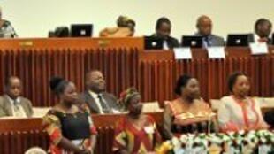 Deputados e deputadas na Assembleia da república de Moçambique.