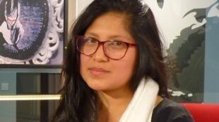 Cristina Flores en los estudios de RFI.