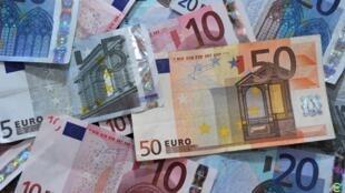 Le gouvernement imposera aux 300 plus grandes entreprises françaises une surtaxe exceptionnelle pour rembourser une partie de la taxe sur les dividendes invalidée par le Conseil constitutionnel.