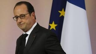 The approval rate of French President François Hollande has grown in the wake of November's deadly attacks in Paris.