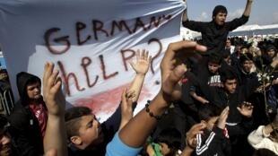 Cerca de 7 mil migrantes seguem bloqueados em Idomeni, na fronteira da Macedônia com a Grécia.