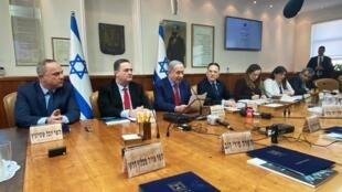 بنیامین نتانیاهو، نخست وزیر اسرائیل چند ساعت قبل از عزیمت به آمریکدر در جلسه دولت شرکت کرد. اورشلیم - یکشنبه ۶ بهمن/ ٢۶ ژانویه ٢٠٢٠