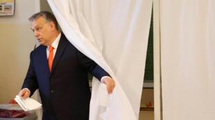 Премьер-министр Виктор Орбан проголосовал в Будапеште 8 апреля.