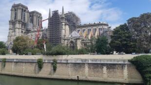 Andamento das obras de restauração da catedral de Notre-Dame de Paris três meses após incêndio.