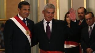 Ollanta Humala y César Villanueva Arévalo durante la ceremonia de investidura, este 31 de octubre de 2013 en Lima.
