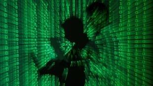 Ảnh minh hoạc một vụ tấn công tin học đánh cắp dữ liệu từ các máy tính.