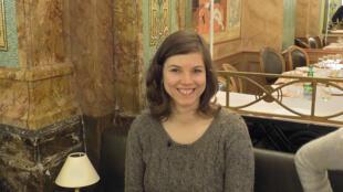 Alexandra, da Eslováquia, tem 28 anos e chegou em Paris há um ano.