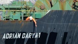 """نفتکش ایرانی """"گریس یک"""" به """"آدرین دریا"""" تغییر نام داد و از ابتدای توقیف آن در جبلالطارق در تاریخ ۴ ژویه تا کنون چندین بار تغییر مسیر داده است."""