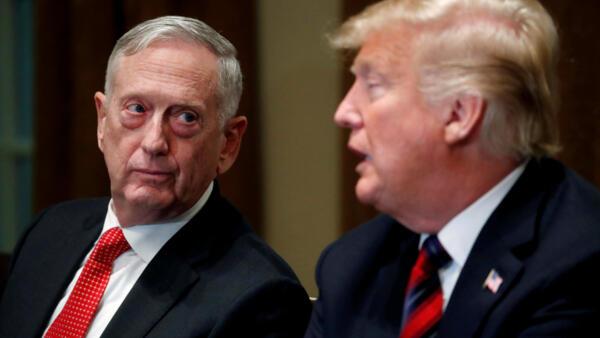 O Presidente Donald Trump ao lado do ex - Secretário da Defesa, James Mattis, em Outubro de 2018, na Casa Branca