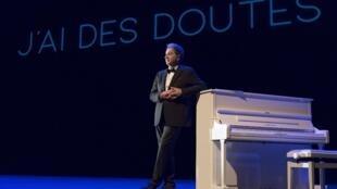 «J'ai des doutes», le spectacle musical de et avec François Morel, textes de Raymond Devos.