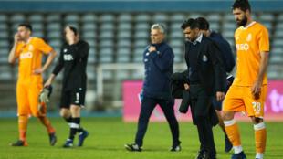 FC Porto perdeu a liderança do campeonato português após uma derrota por 2-0 frente ao Belenenses.