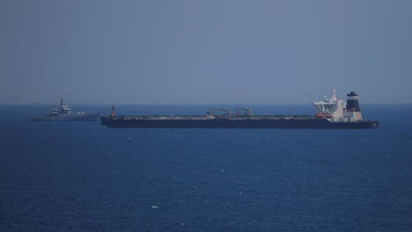 Patrulha da Marinha Real Britânica interceptou em Gibraltar o petroleiro Grace 1, suspeito de transportar petróleo bruto iraniano para a Síria.