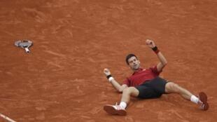 Новак Джокович выиграл финал Roland Garros с четвертой попытки