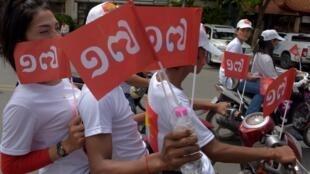 Những người ủng hộ đảng Khmer Will (KWP) trên đường phố Phnom Penh trong ngày đầu tiên chiến dịch tranh cử 07/07/2018.