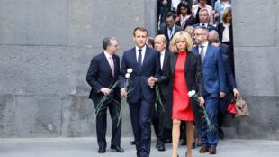 French President Emmanuel Macron and First Lady Brigitte Macron visit the Tsitsernakaberd Armenian Genocide Memorial in Yerevan on October 11, 2018.