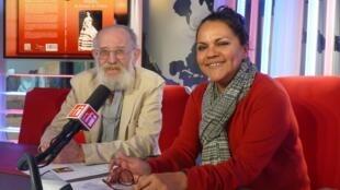 Rosario Acosta y Éric Taladoire en los estudios de RFI