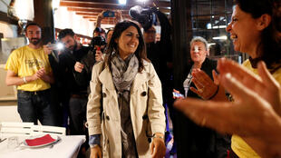 A candidata antissistema à prefeitura de Roma, Virginie Raggi, fotografada em uma pizzaria no dia 19 de maio de 2016.